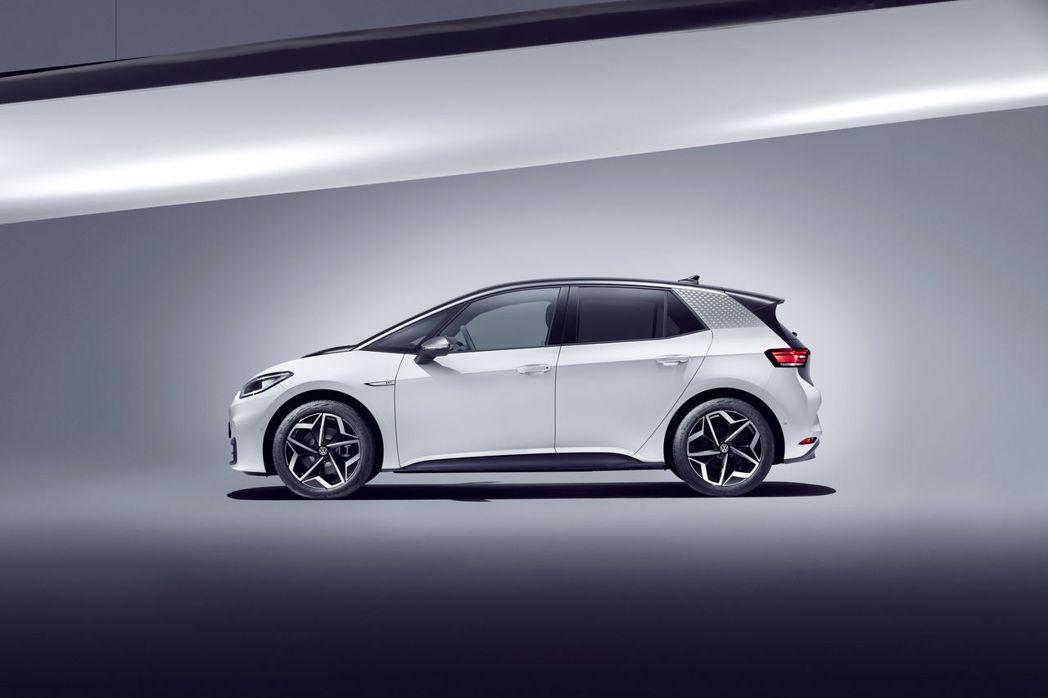 Volkswagen ID.3軸距表現比起現行第七代Golf的表現還佳。 摘自V...