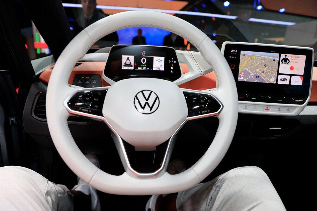Volkswagen ID.3的數位儀表可顯示車輛狀態、剩餘續航里程等。 摘自C...