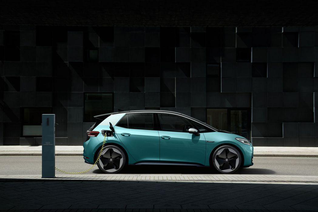 Volkswagen ID.3使用100kW快速充電系統進行充電後,電量可補充到...