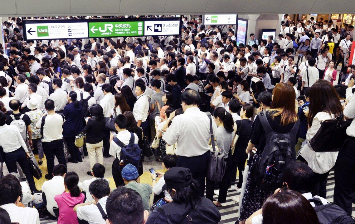 如果再度面臨颱風的考驗,首都圈連同成田機場的應變,如果又讓機場成為陸上孤島的話,...