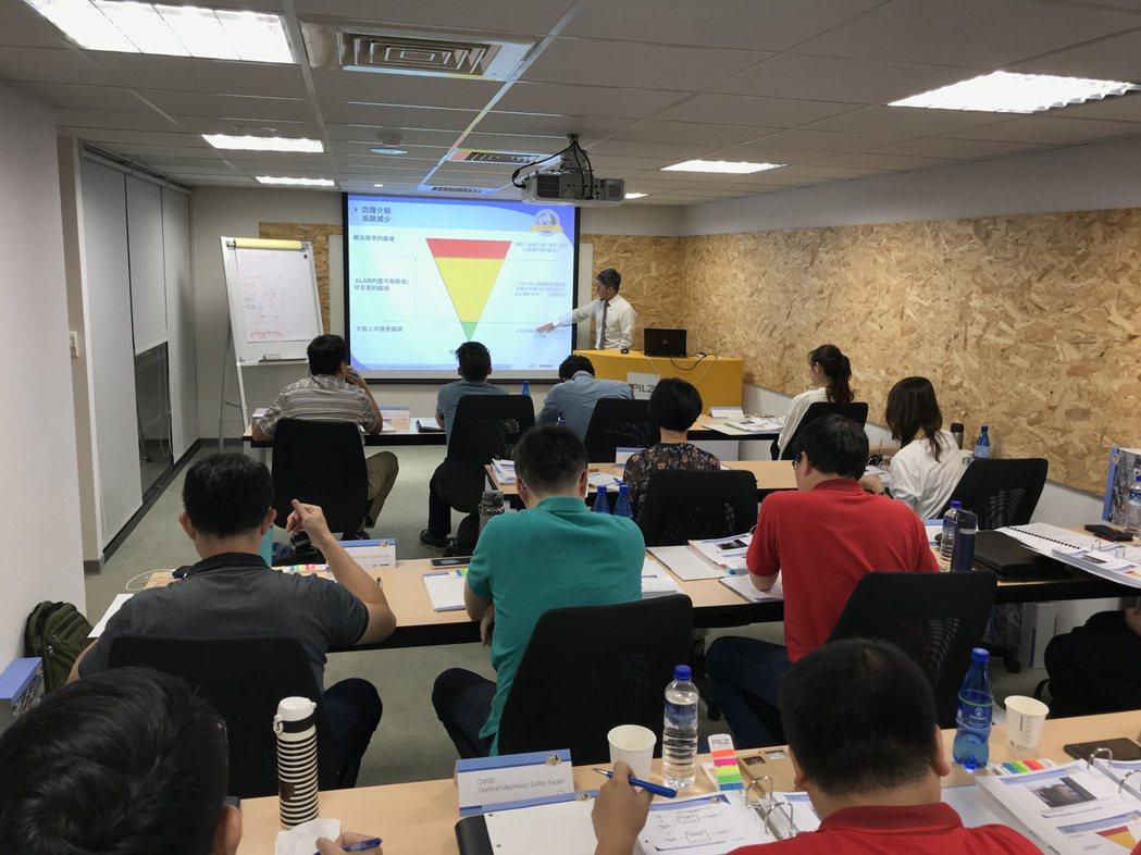 學員踴躍參與CMSE機械安全專家認證課程。 皮爾磁Pilz/提供