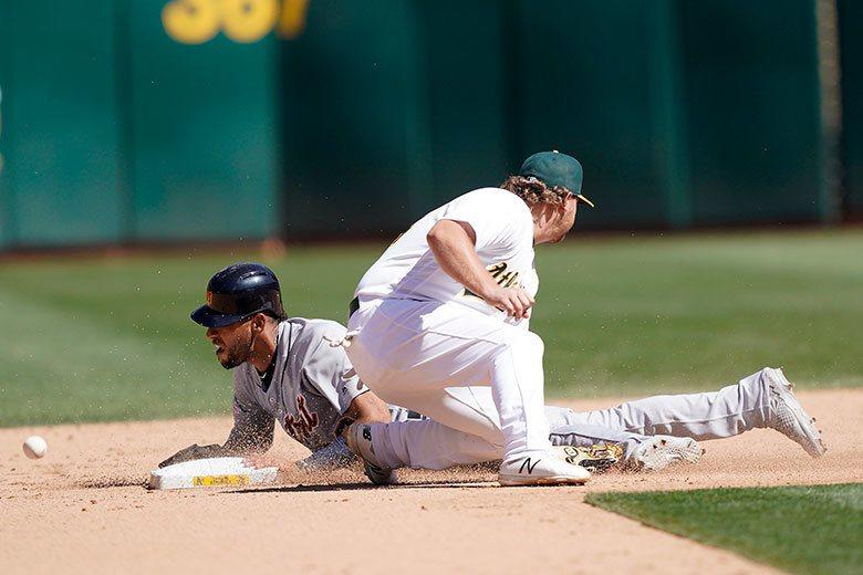 老虎左外野手雷耶斯(左)球季前段大多待在3A,升上大聯盟後在7月獲得開路先鋒位置...