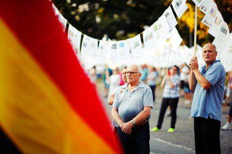 9月,德國另類選擇黨(AfD)在德國東部的布蘭登堡邦與薩克森邦,躋身第二大黨。 ...