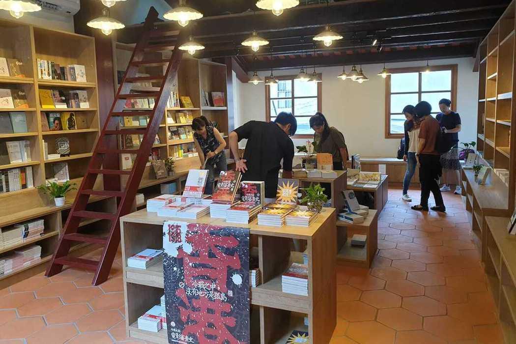 相信閱讀「季風帶書店」坐落台北大稻埕百年老屋