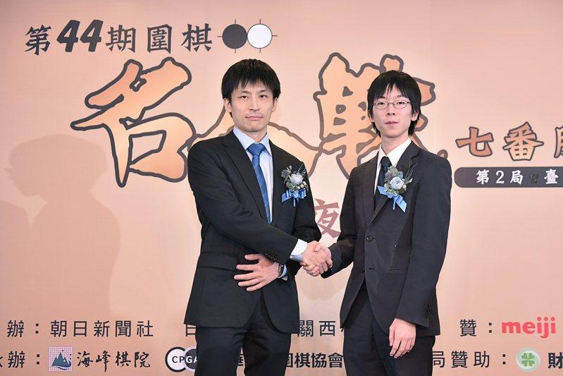 旅日棋士張栩與芝野虎丸八段(右)將進行第44期名人戰第二局。圖/海峰棋院提供