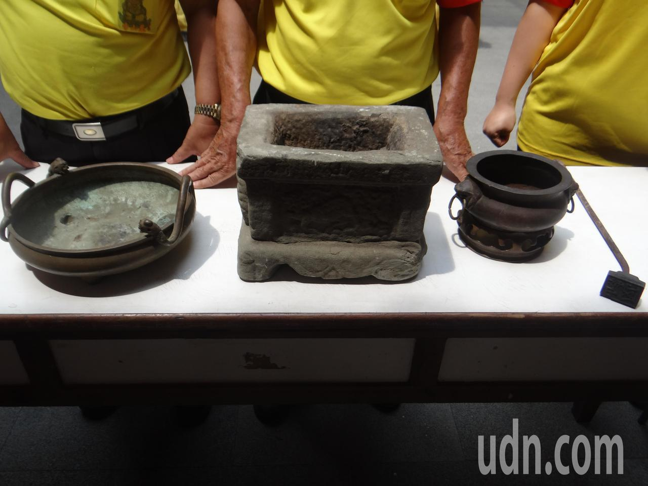 鳳山寺找出明代的古銅雙龍淨爐等四件寶物,十分珍貴,為鎮廟之寶。記者蔡維斌/攝影