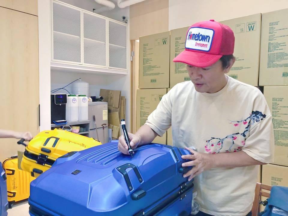吳宗憲自己設計行李箱,也賣得極好。圖/吳宗憲臉書