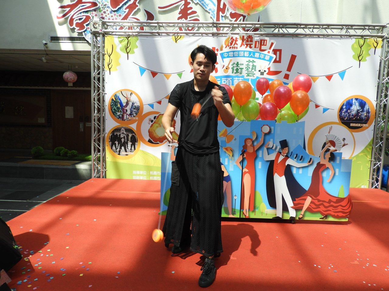 揭幕式請來了世界溜溜球大賽地球自轉項目冠軍楊元慶示範表演。記者高宇震/攝影