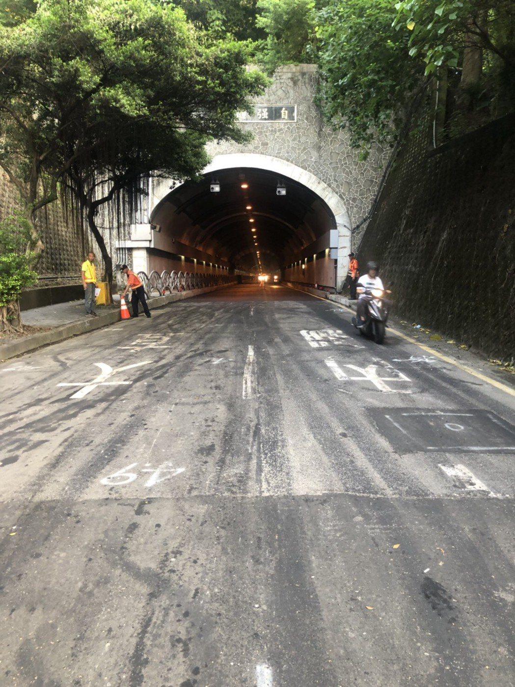 北市交大說明,昨因隧道有工程進行,才導致車流嚴重回堵,今工程完成後,已恢復正常車...