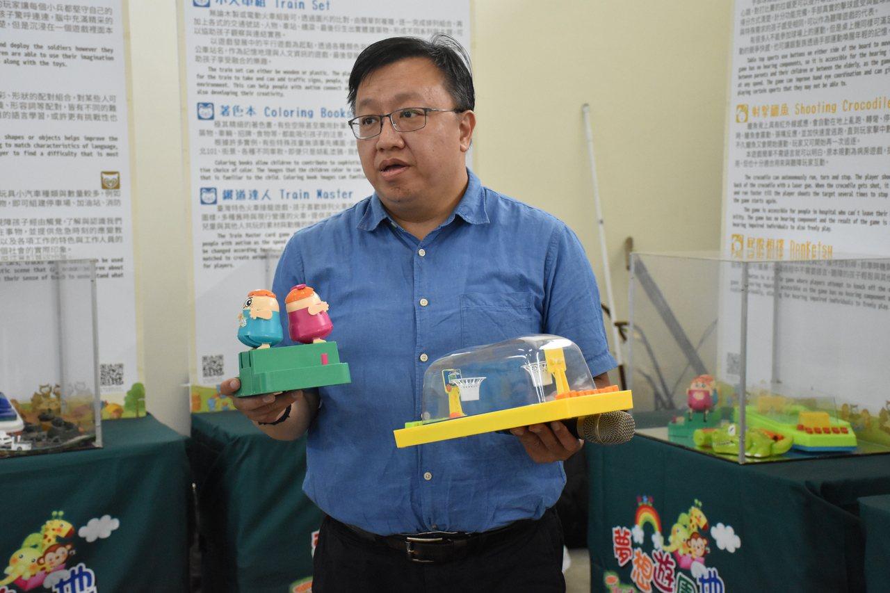 中華民國遊戲協會創辦人林君英表示,融合遊戲玩具讓身心障礙者及長輩更方便遊玩。記者...