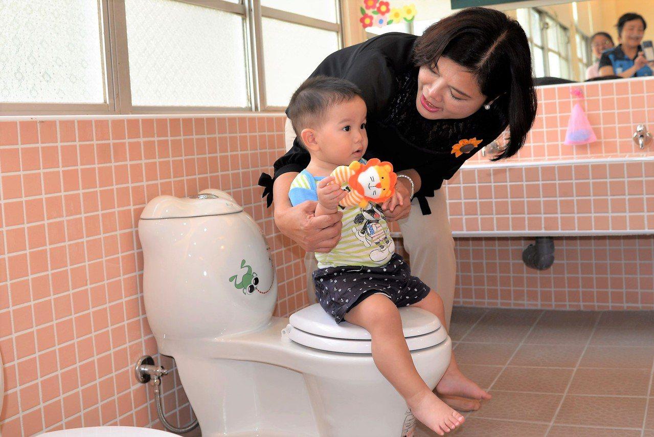 公托家園的清潔區也十分完善,讓小朋友快樂嗯嗯。記者蔡維斌/攝影