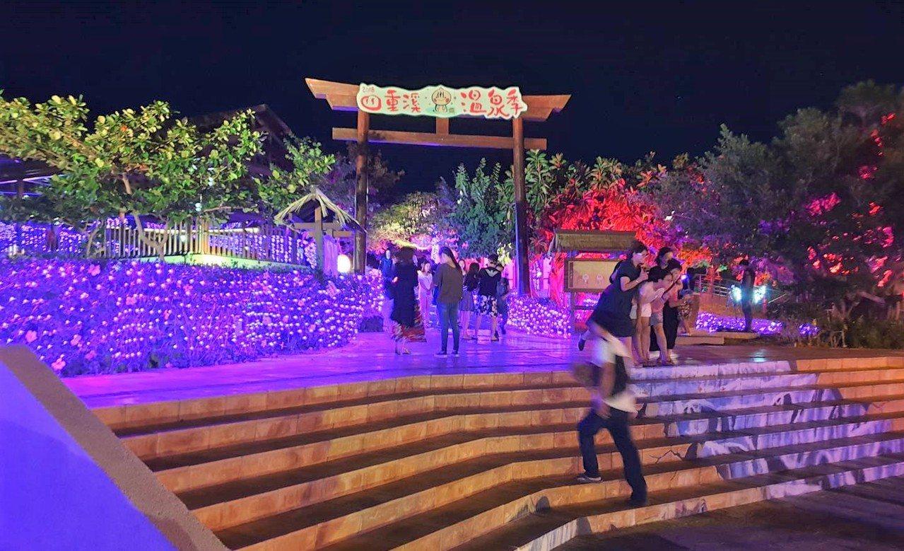 屏東縣縣政府去年底將四重溪溫泉公園打造夢幻浪漫的紫色薰衣草燈海夜景,成為高人氣的...