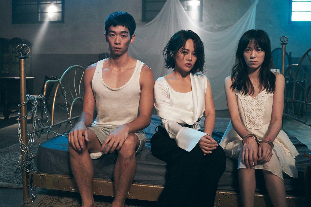 戴愛玲(中)請來王可元(左)、辛樂兒合拍MV。圖/索尼提供