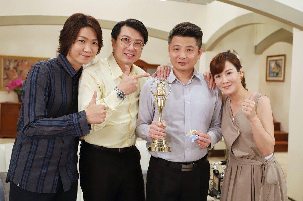 蔡佳麟回歸「大時代」,邱琦雯(右起)、、吳皓昇、黃少谷歡迎。圖/民視提供