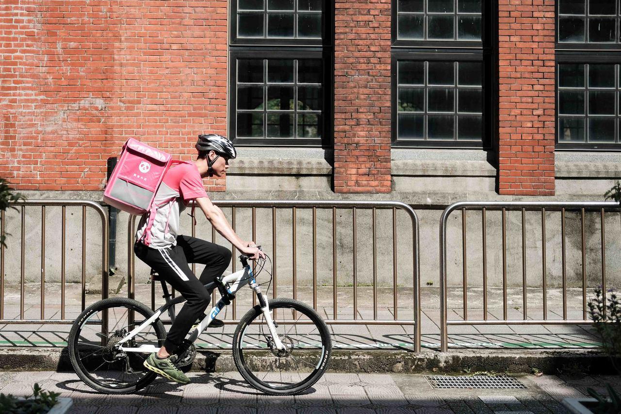 foodpanda宣布新增腳踏車及步行外送的服務選擇。圖/foodpanda提供
