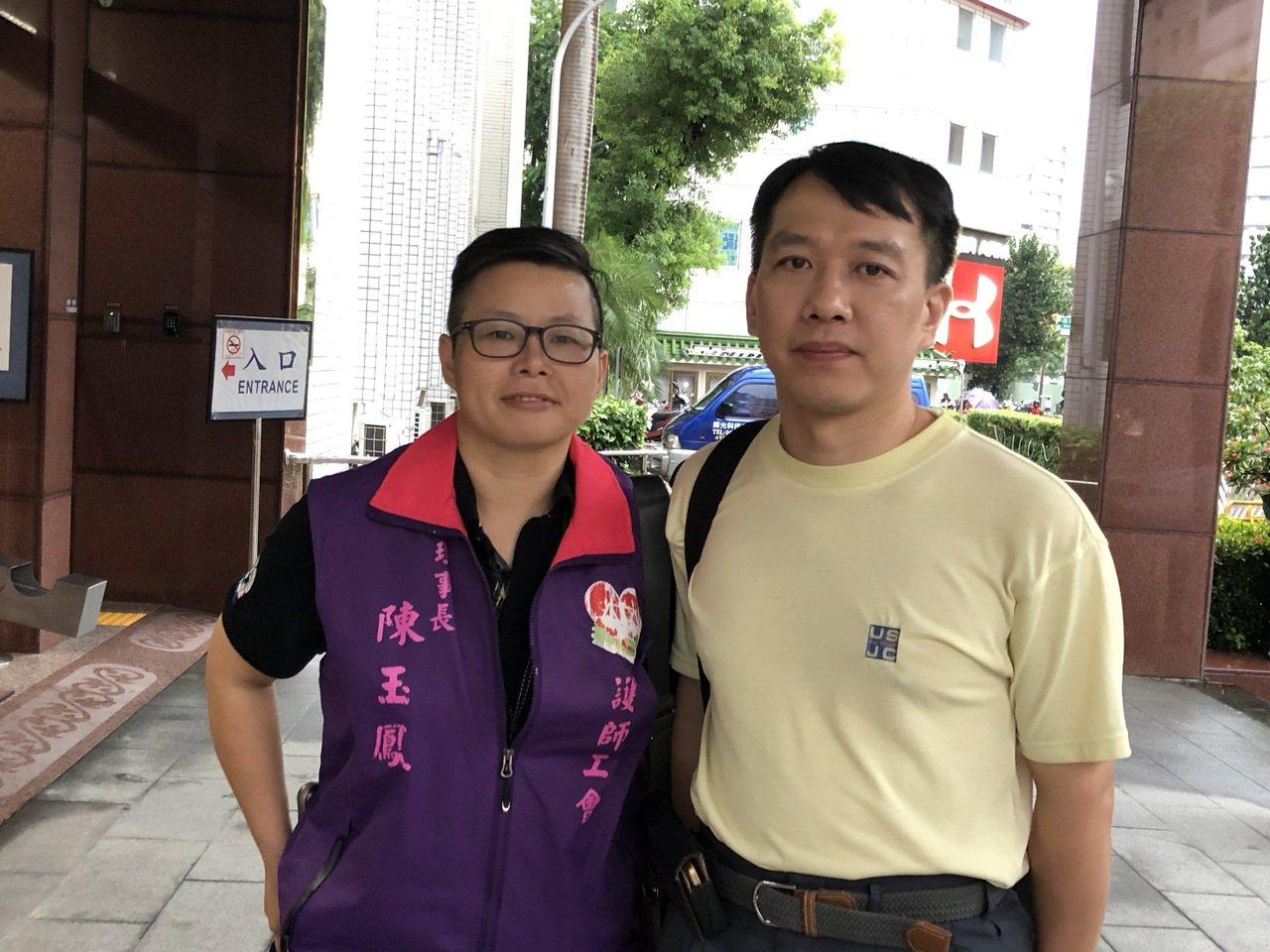 成醫體循師林光宇(右)下午出庭,表示時間一到,他將申請復職。記者邵心杰/攝影