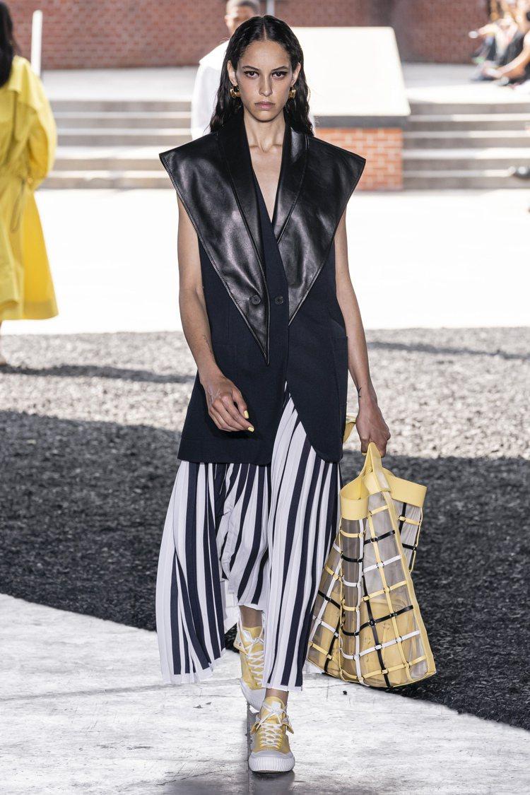 3.1 Phillip Lim 2020春夏女裝展現不分季節的實用穿搭。圖/3....