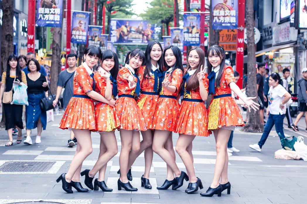 AKB48 Team TP成員蔡伊柔(左起)、周佳郁、蔡亞恩、林倢、李孟純、林易