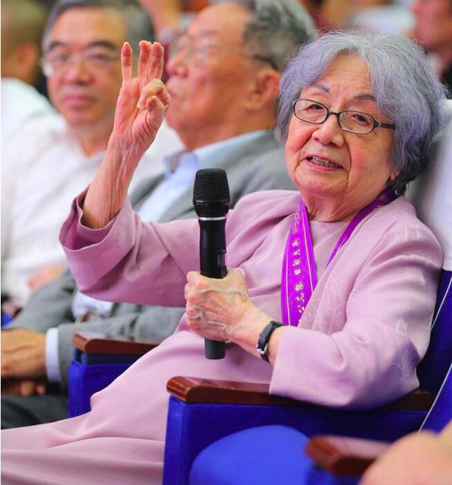 95高齡的葉嘉瑩表示,「我希望中國的吟誦不要失傳,不然我真是上對不起古人,下對不...