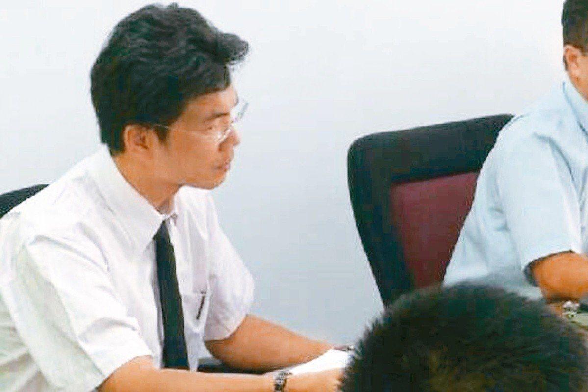 花蓮地檢署前檢察官林俊佑,因幼女被幼兒園同學欺凌,去年6月帶兩名員警進入園區,花...