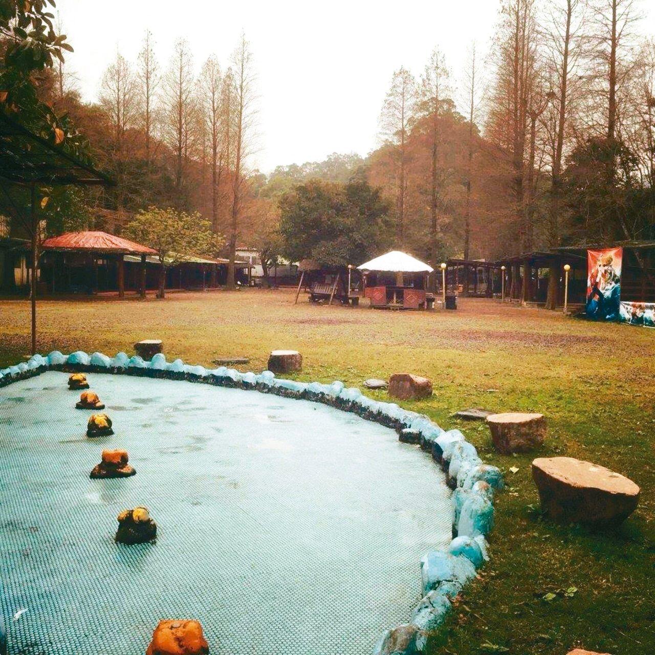 十二寮桐花谷露營區還有設置兒童戲水池。 圖/摘自十二寮桐花谷露營區粉絲專頁