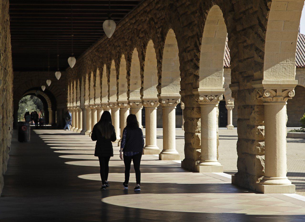 2005年一項研究發現,7%的北美學生承認曾找人代寫作業。圖為美國一所大學的校園...