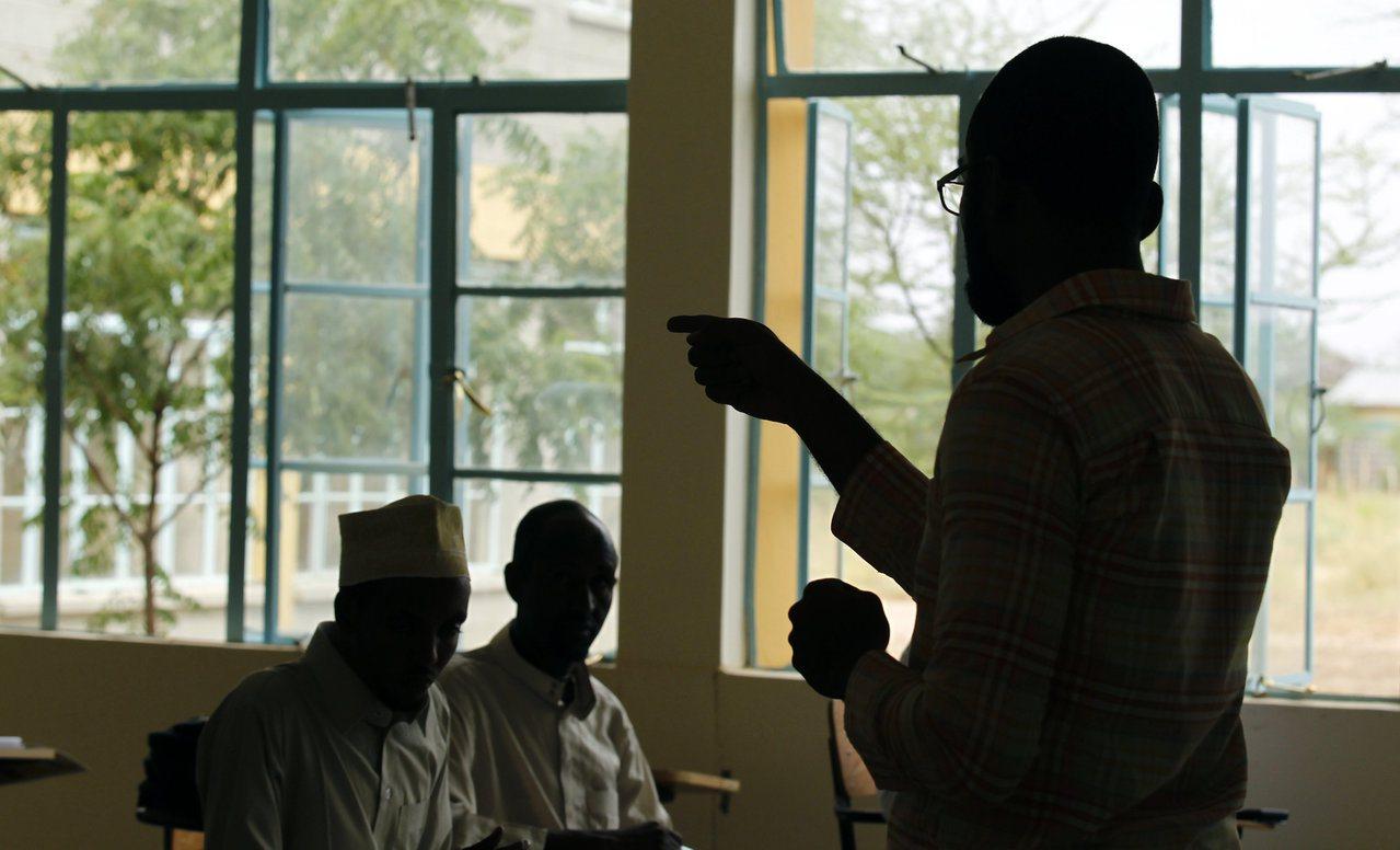 肯亞一所大學學生正在上課。一些肯亞大學畢業生因找不到工作,而成為網路代寫槍手。 ...