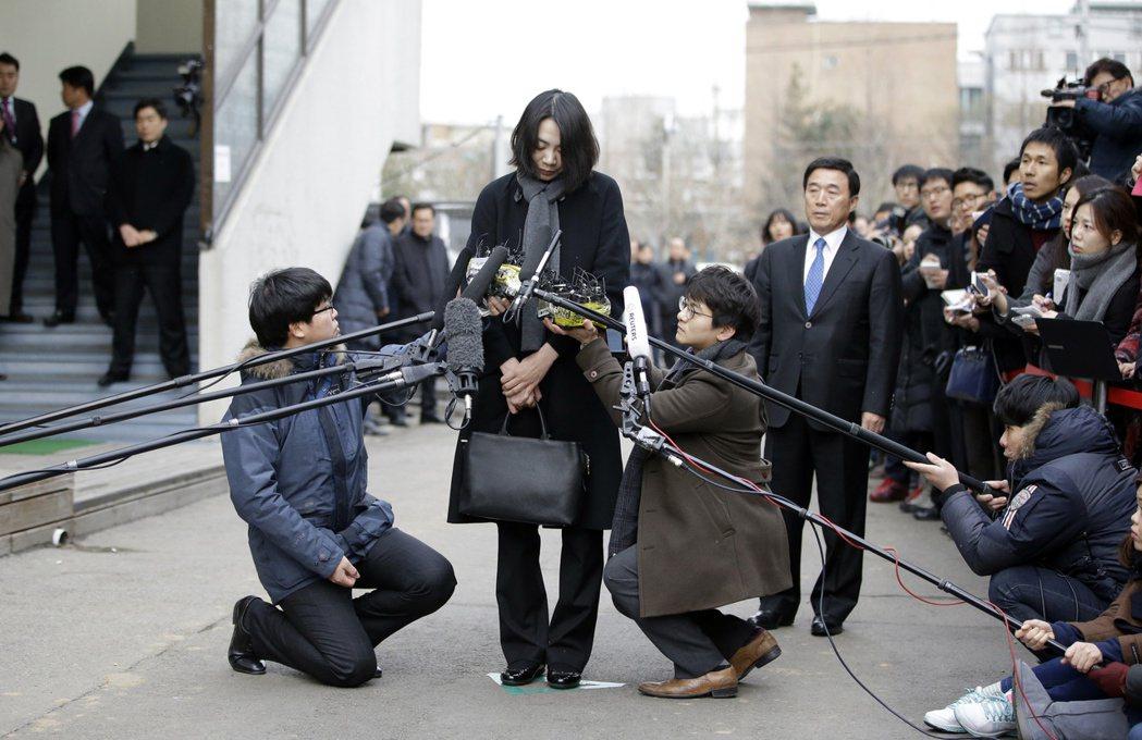 韓航趙家千金趙顯娥2014年鬧出「堅果門」事件後,向大眾道歉。 (美聯社)