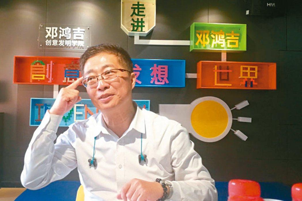 鄧鴻吉有一個夢想,希望用智慧與技能,培養出傑出的科學家、發明家。 (新華社)