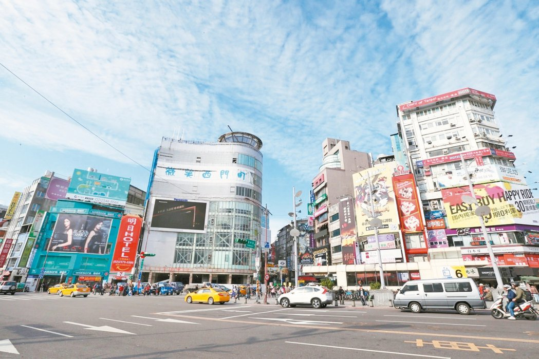 台北市今年上半年店面交易,沒有單坪超過300萬元的紀錄。圖為西門町商圈。 本報系...