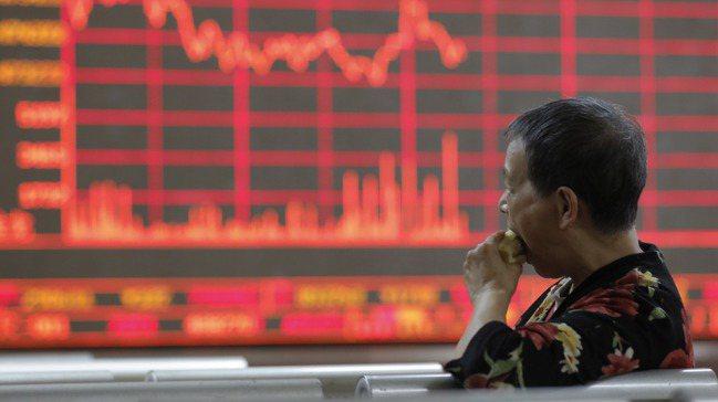 大陸對外資開放股債市場措施,透露出需金若渴的味道。圖/歐新社