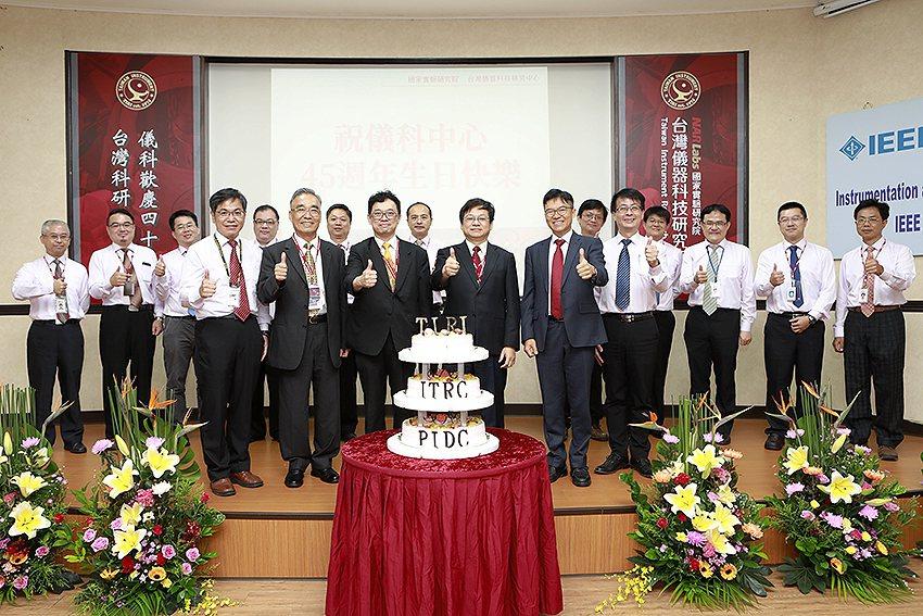 科技部次長謝達斌、國研院院長王永和蒞臨祝賀。 國研院/提供