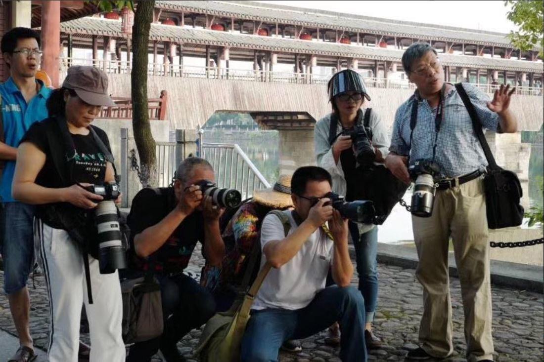 新疆被捕近一年 名攝記盧廣「已回家」 妻代報平安「不想被打擾」 友:盧「取保」不...