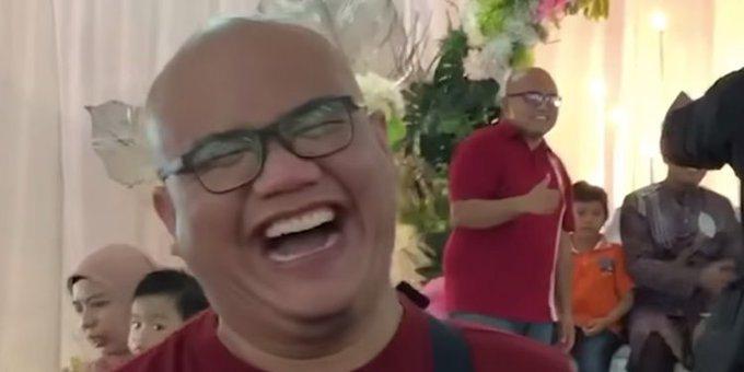 一名男子日前在參加友人婚禮時,抵達現場後驚覺如同看見了自己的「雙胞胎」,看著那人...