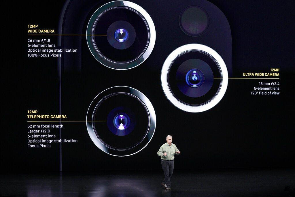 蘋果新機11日凌晨發表,網友熱議新款手機iPhone11在後端配的三顆鏡頭組,有...