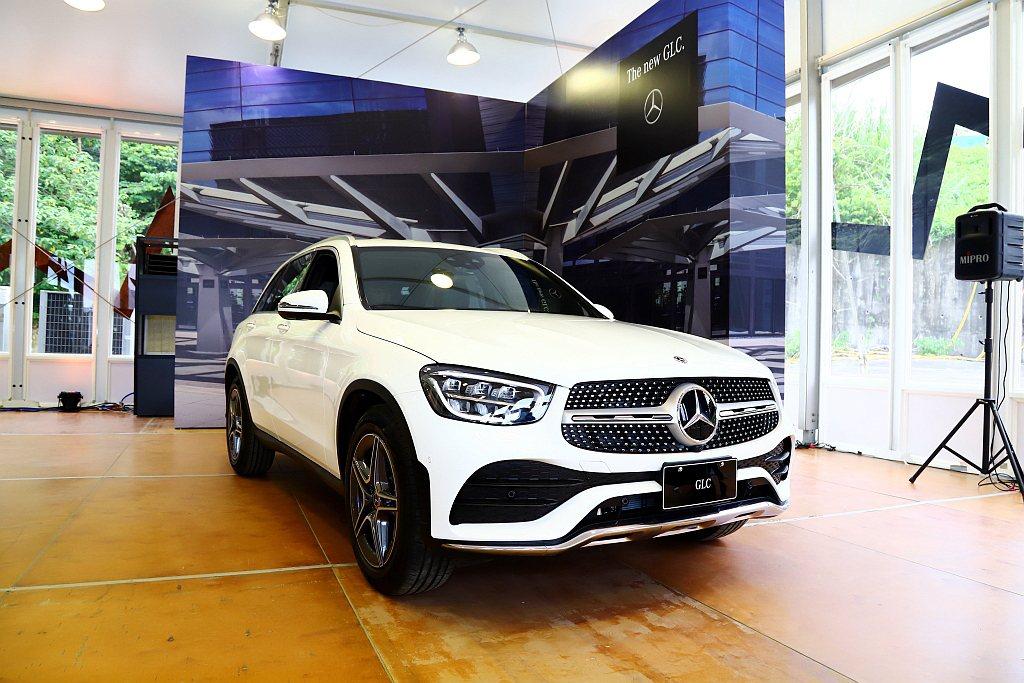 今年瑞士日內瓦車展公開亮相的小改款賓士GLC,即將在9月底在台發表。 記者張振群...