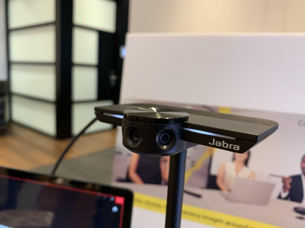 視訊會議產品Jabra PanaCast,搭載3顆1300萬像素攝影鏡頭,提供1...