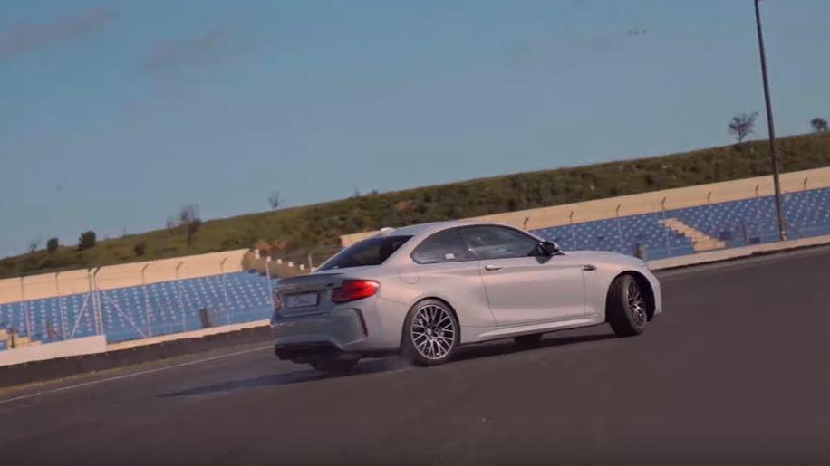 M2 Competition的動力導致駕駛在油門踩踏上要更加細膩。 截圖自Car...