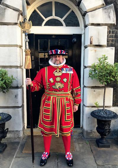 本書作者:女王陛下的宮殿與城堡──倫敦塔的皇家近衛軍儀仗衛士,與君主的英國皇家衛...