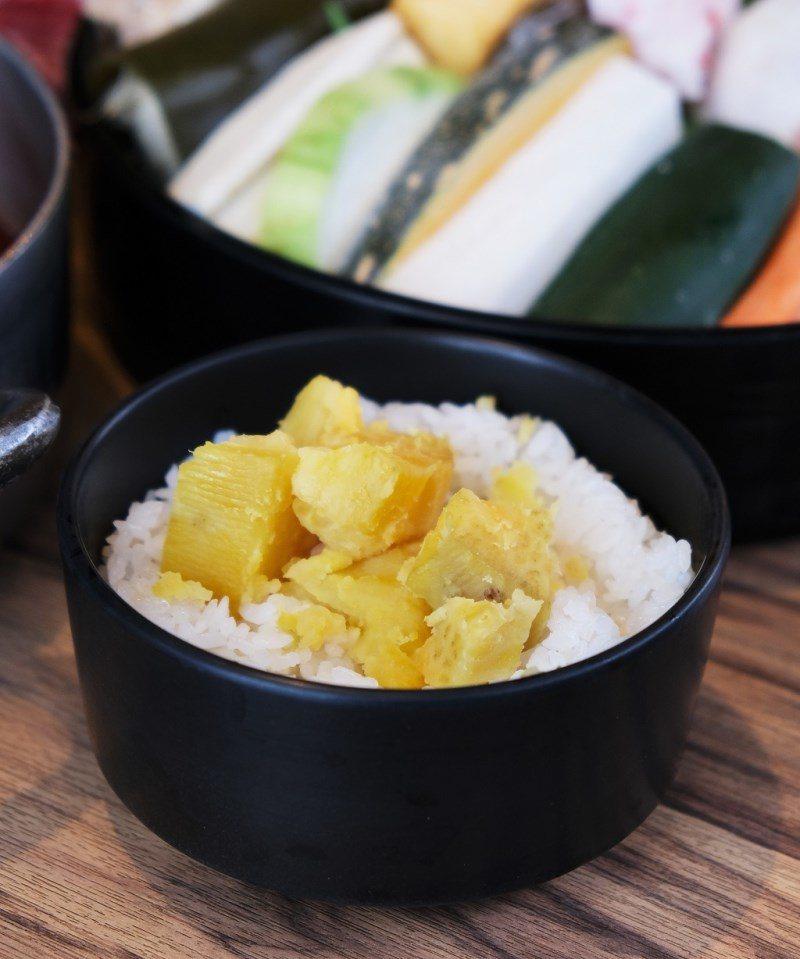 ▲套餐隨附的地瓜飯用料很實在,不是細碎的地瓜簽,而是香甜綿密的地瓜塊