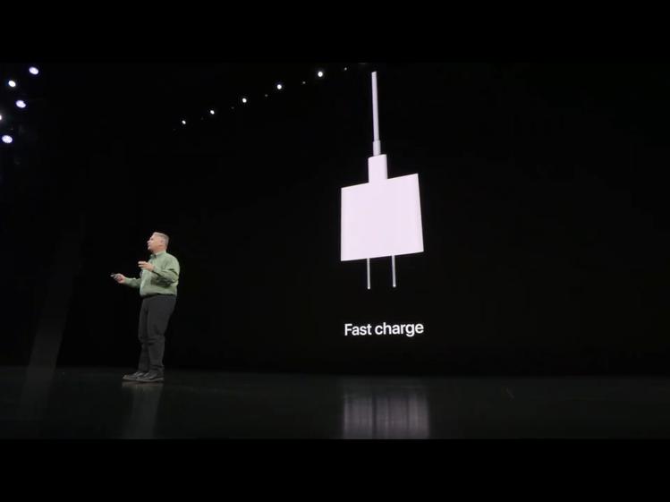 三款新機這次都支援快充功能,但僅有iPhone 11 Pro系列盒裝內提供18W...