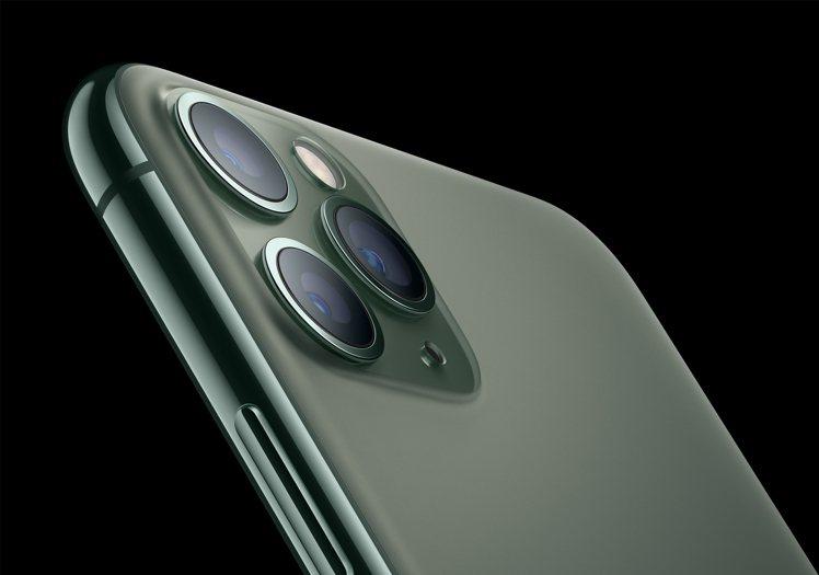 iPhone 11 Pro的3相機系統包含了1,200萬120度超廣角、廣角、望...