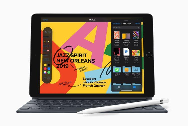 蘋果於秋季發表會推出支援全尺寸聰穎鍵盤的第七代iPad。圖/蘋果提供