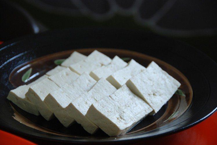 日本風行凍豆腐瘦身法。 本報資料照片