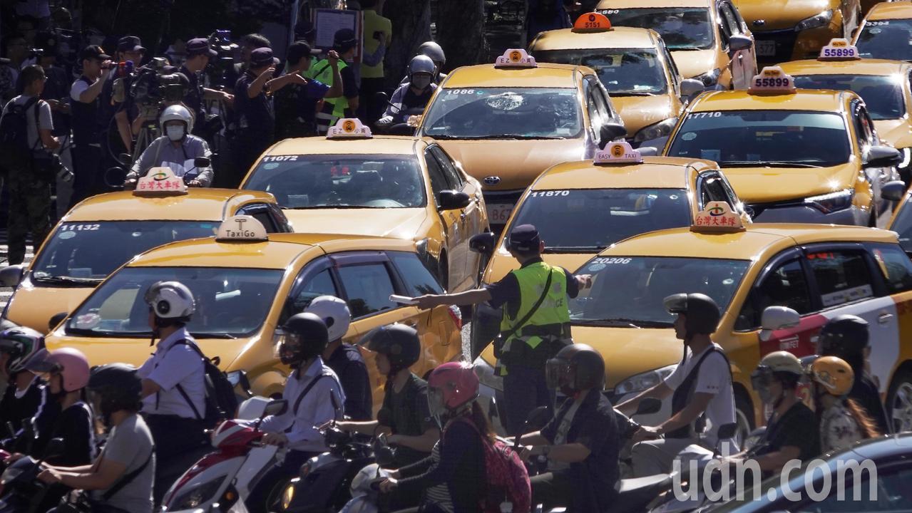 Uber宣布將成為多元化計程車派遣資訊平台一事,台灣計程車產業發展聯盟表示,要求...