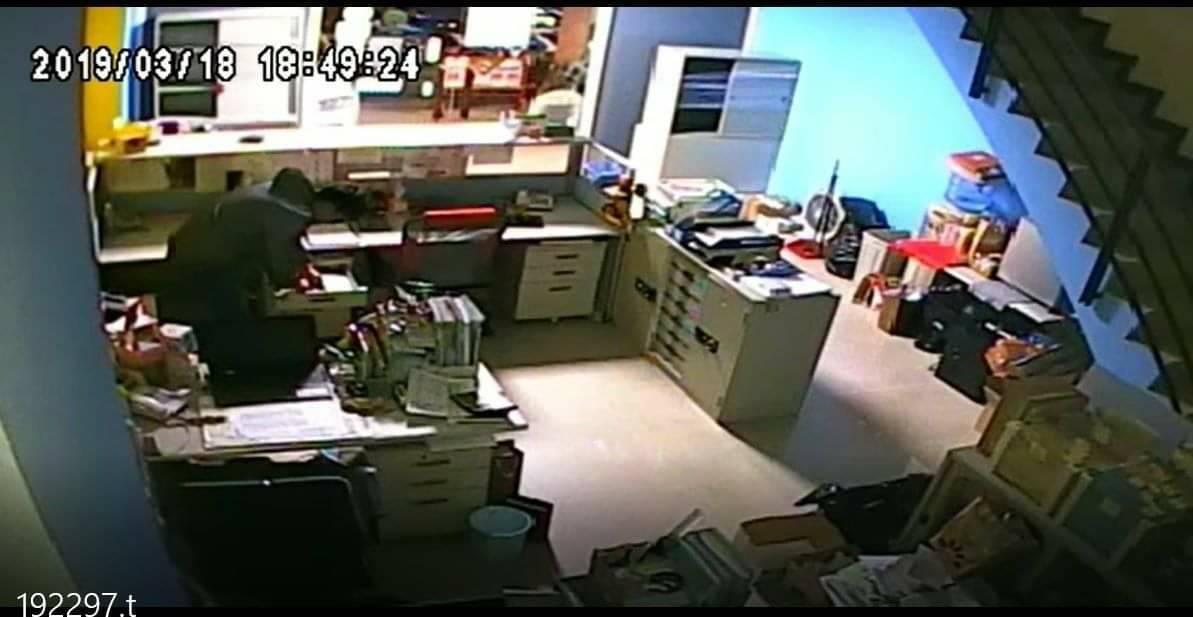 台中市黃姓男子在今年3月間暗自拷貝女友公司的鑰匙,進入女友位於西屯區的公司行竊6...