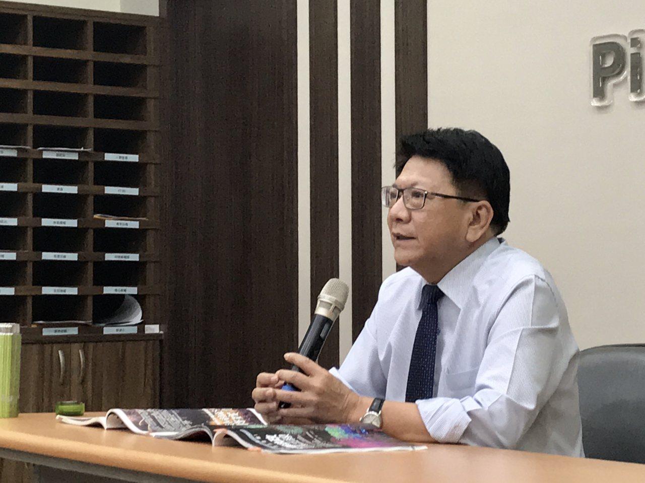 屏東縣長潘孟安表示,對於其他縣市沒有評論,拿下施政滿意度調查第一名,「開心一分鐘...
