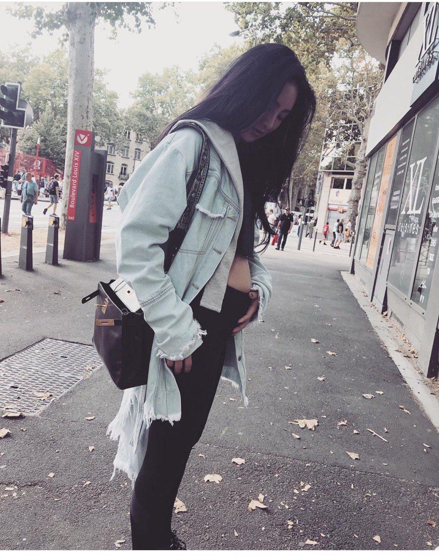 吳速玲秀大肚照,網友紛紛恭喜她   圖/摘自IG