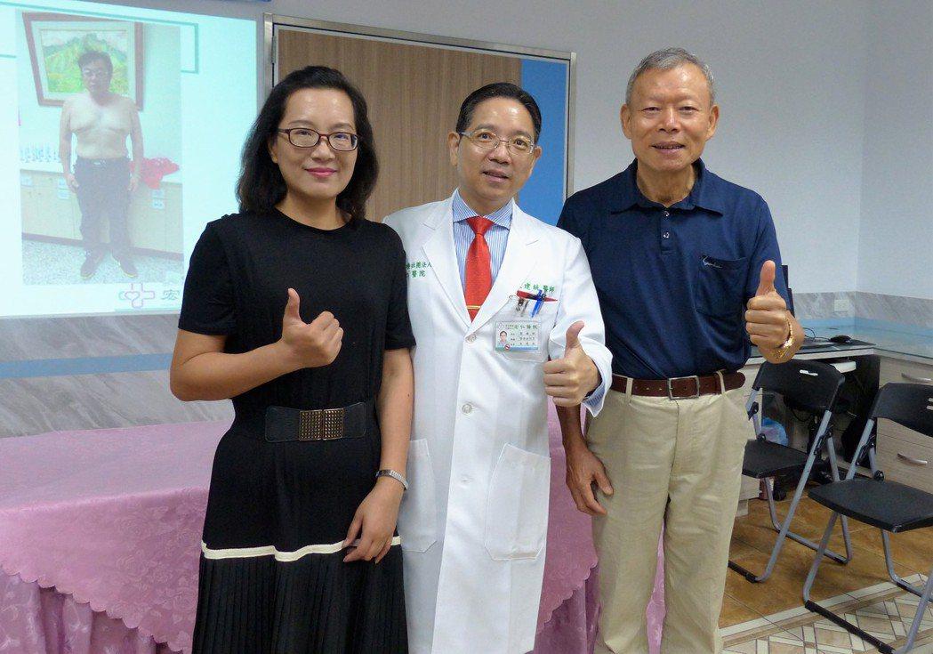 邱小姐(左)和張先生(右)在朱建統(中)的幫助下,順利遠離糖尿病,也不必長期吃藥...
