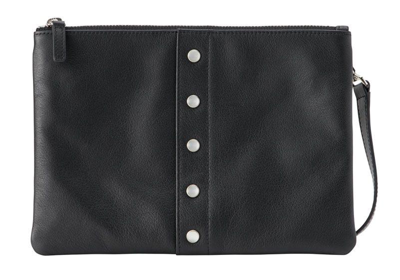 皮革肩背包,9,580元。圖/agnès b.提供